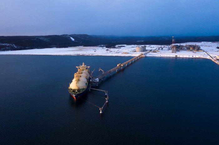 Sakhalin_2_LNG_plant_web.jpg
