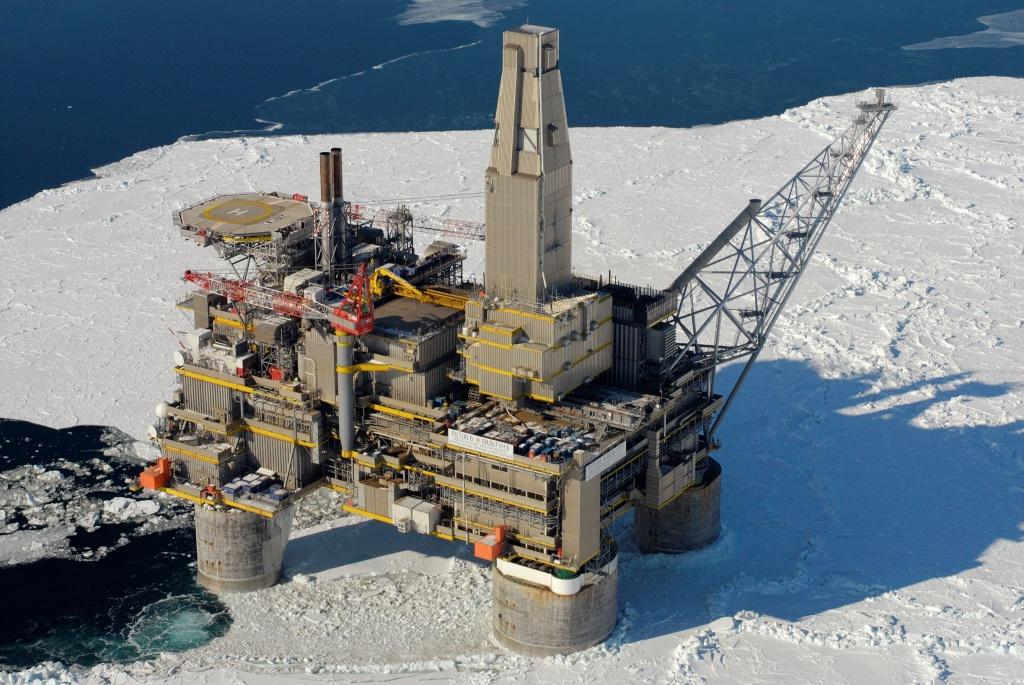нефтяная платформа на Сахалине